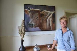 Marjan Denissen-van Daelen is een van de Moergestelse schilderessen van wie dierenschilderijen in Galerie De Verdieping zijn te zien.(Foto: Paul Spapens)