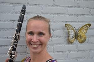 Danny Haen-van de Loo speelt al meer dan 25 jaar klarinet bij Muziekvereniging Prinses Juliana. Sinds een jaar is ze voorzitter van dit meer dan een eeuw oude gezelschap. Nu wordt ingezet op een concert voor het jubilerend WieKentKunst.(Foto: Paul Spapens)