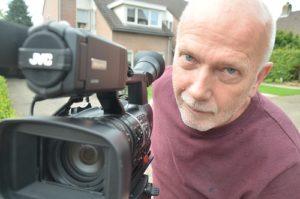 Hans van Brunschot maakt op verzoek van WieKentKunst een film over 'de twee naturen' van Moergestel.(Foto: Paul Spapens)
